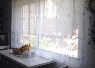 Короткие шторы для кухни: +90 реальных фото интерьеров