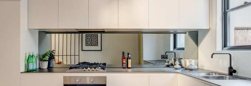 Зеркало на кухне: как и где расположить