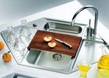 Угловая раковина для кухни: разновидности, плюсы и минусы (+45 реальных фото)