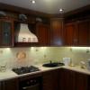 Коричневая кухня: какие шторы подобрать?