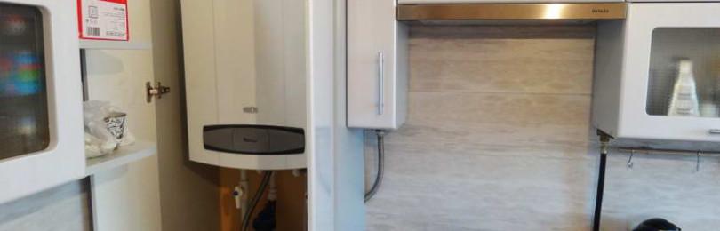 Как спрятать трубы на кухне: способы закрыть стояк вдоль стены и в углу, фото и видео