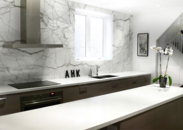 Мраморный фартук на кухню из плитки: характеристики, дизайн, сочетание