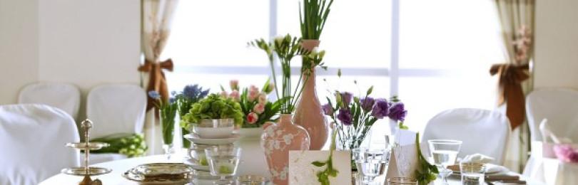Сервировка стола на день рождения: украшение своими руками, варианты для юбилея