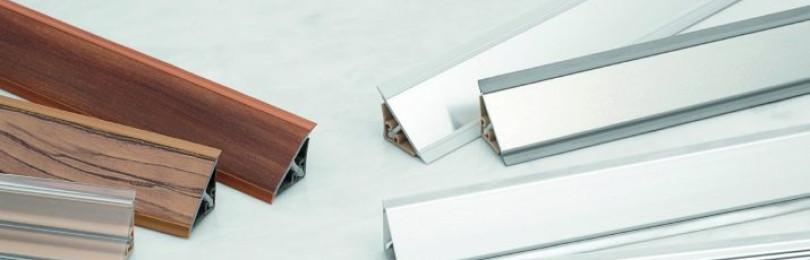 Плинтус к столешнице на кухне — как выбрать и крепить