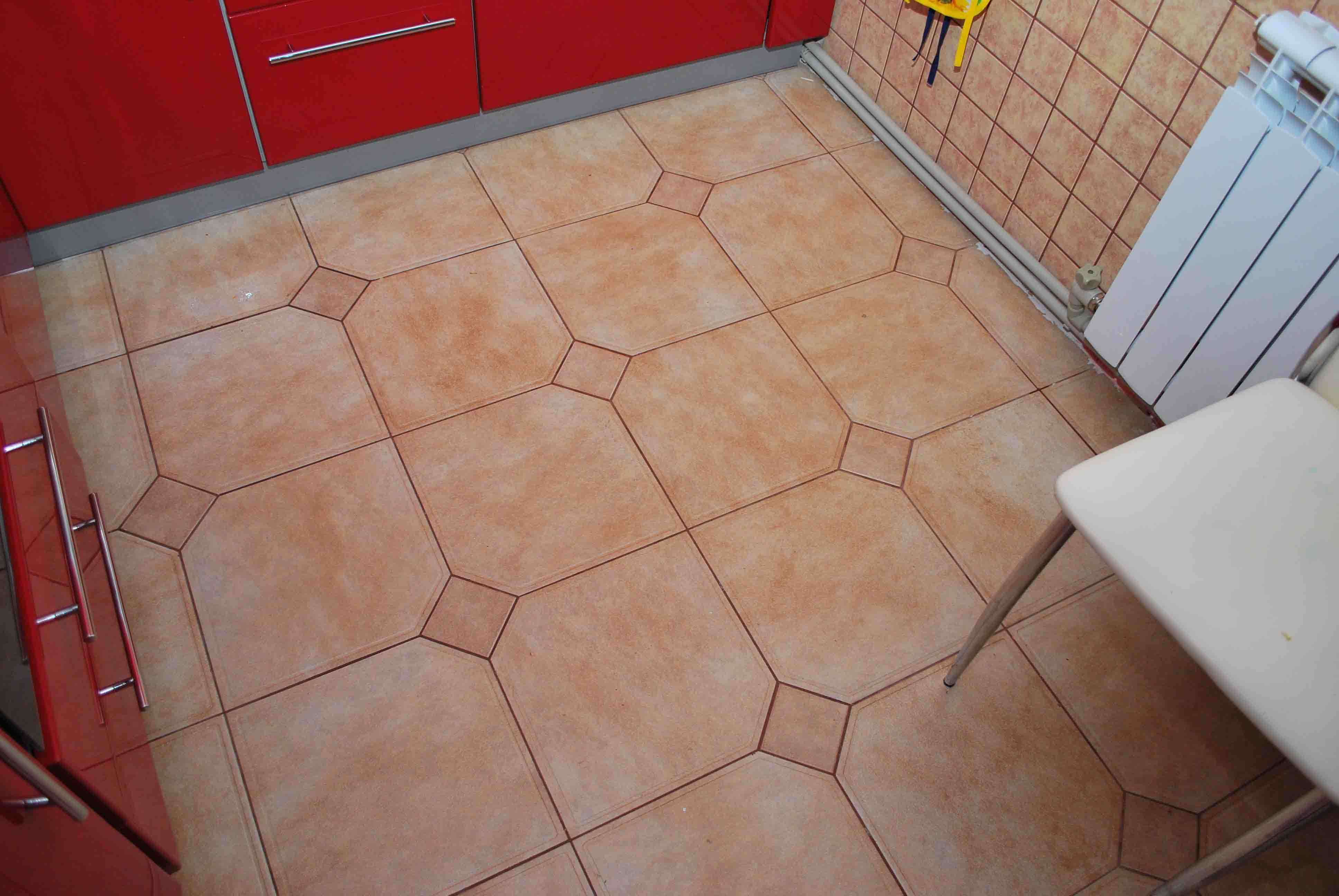 Плитка на кухне своими руками на пол